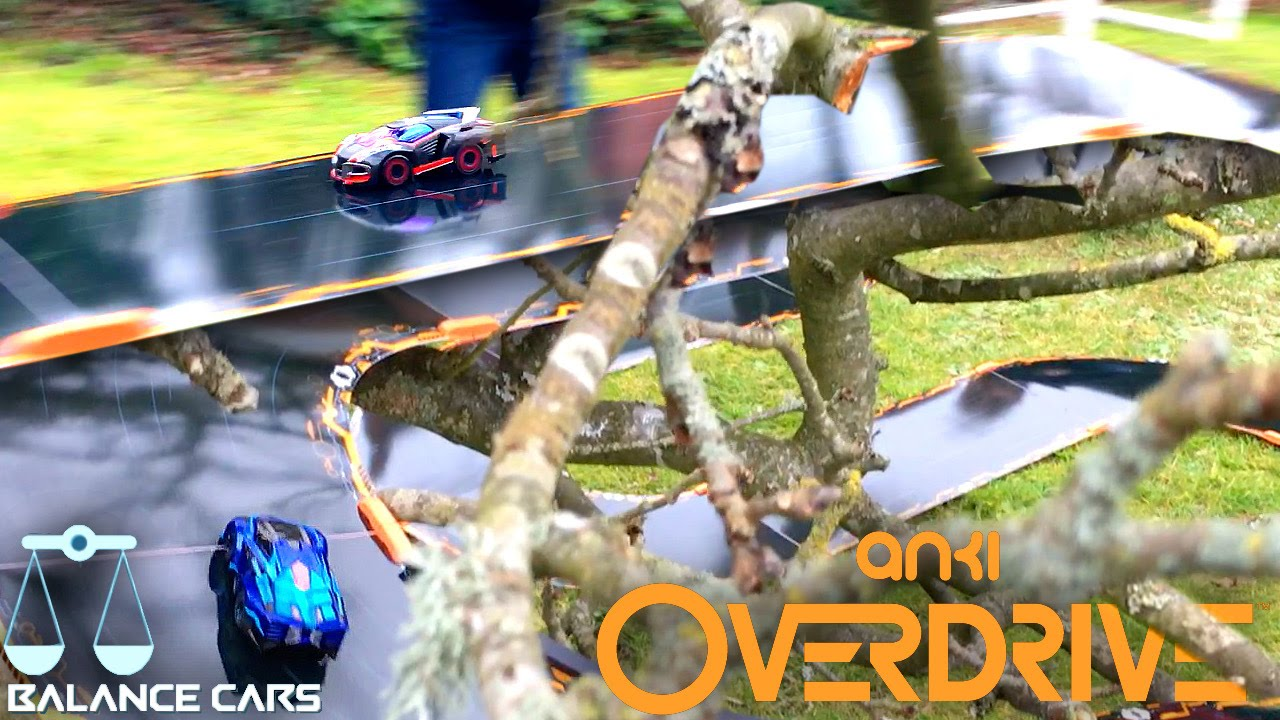 "Anki Overdrive ""Balance Cars"" Race on Tree-Top-Track (Ground Shock vs. Guardian)"